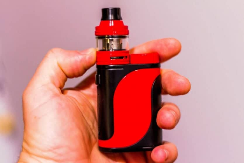 Eleaf iStick Pico 25 in hand