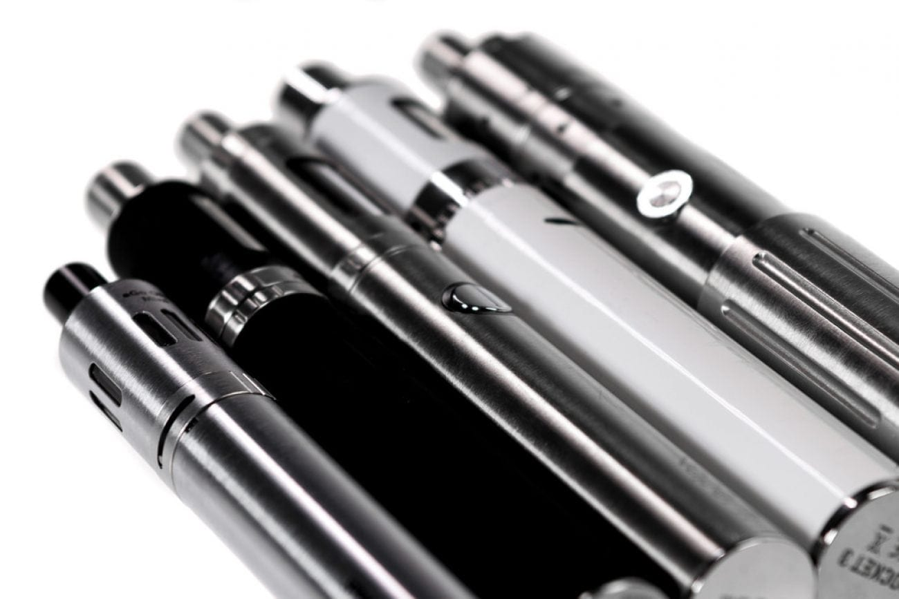 black and white vape pens